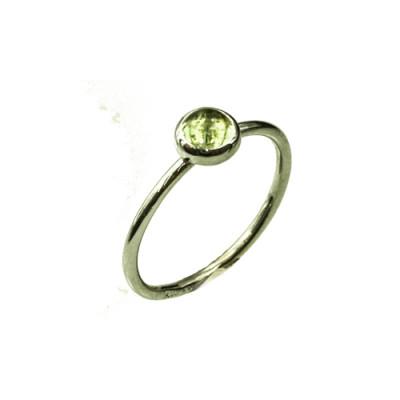 Mini cabochon ring med peridot i 14 karat hvidguld (01/20)