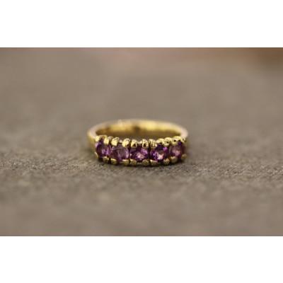 Ring med ametyster filet overflade i 14 karat guld