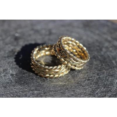 Vielsesringe Flet ring med snoninger i 14 karat guld (Parpriser se billede)