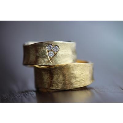Min Vielsesring i 14 karat guld med brillant hjerte (Parpriser se billede)
