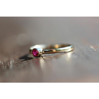 Ring med rubin 0,24 ct i 14 karat guld (01/20)