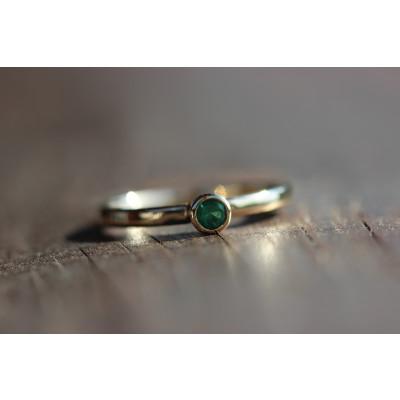 Ring med smaragd 0,15 ct i 14 karat guld (01/20)