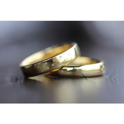 Vielsesringe MG0 / 4,5 mm med 12 stk kørner prikker i 8 karat guld (Parpriser se billede)