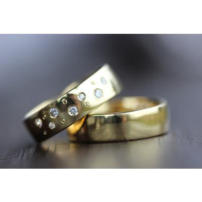 Vielsesringe MG0 / 6,0 mm 7 stk brillant samt 7 kørnerprikker i 8 karat guld (Parpriser se billede) (10/19)