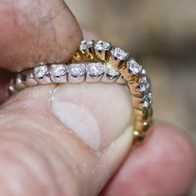 Alliancering i 18 karat alm guld eller hvidguld med brillanter eller smaragd (11/20) Ringen kan give sig 6 nr