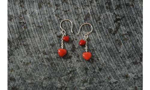Ørehængere med 2 hjerter koralhjerter i sølv