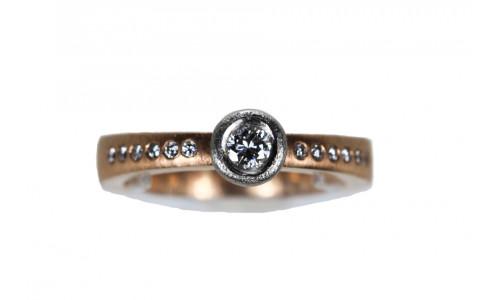 900-ring med platning fatning 585