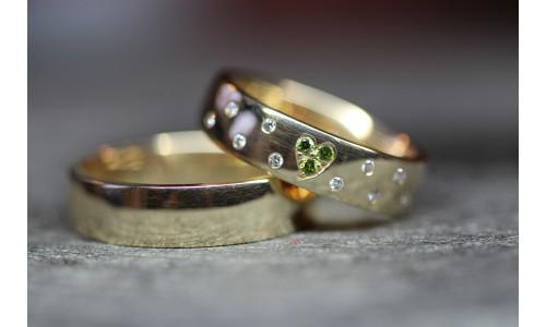 Vielsesringe i 8 karat alm guld Grøn hjerte ( Par priser se billede)