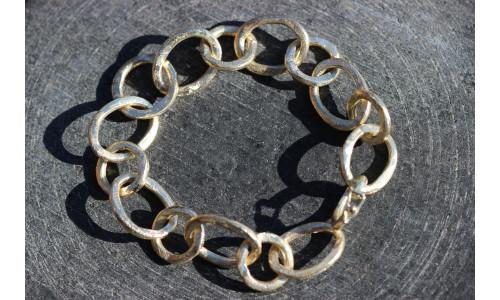 Rustikt guldarmbånd 14 karat.
