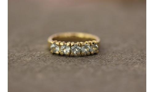 Ring med topas og filet overflade i 14 karat guld