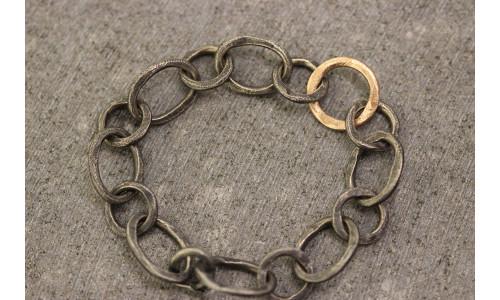Rustik armbånd oxyderet sølv og 14 karat rosaguld ring