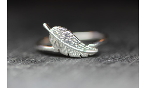 Sølvring med fjer