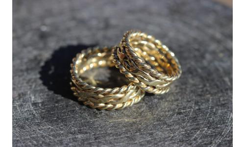 Min Vielsesring fletring med snoninger i 14 karat guld (Parpriser se billede)