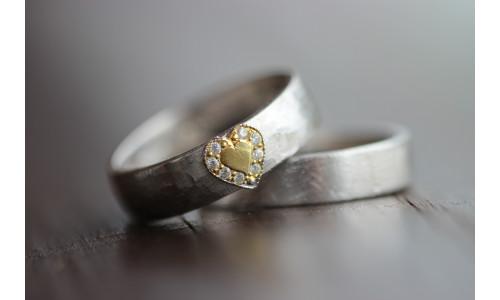 Min Vielsesring i sølv med guld hjerte og brillanter (Parpriser se billede)