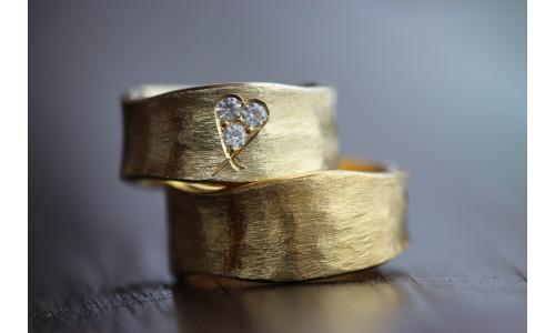 Min Vielsesring i 8 karat guld med brillant hjerte (Parpriser se billede) (10/19)