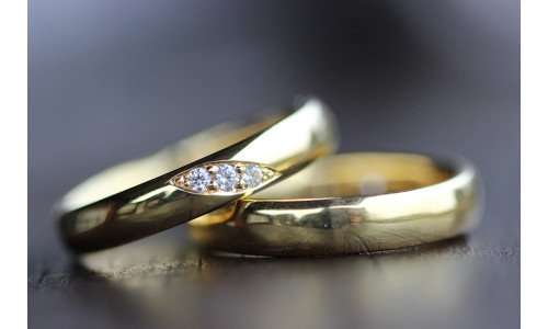 Vielsesringe MG3 / 4,0 mm 3 stk brillanter på skrå i 14 karat guld (Parpriser se billede)