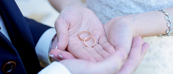 Brudepar med ringe